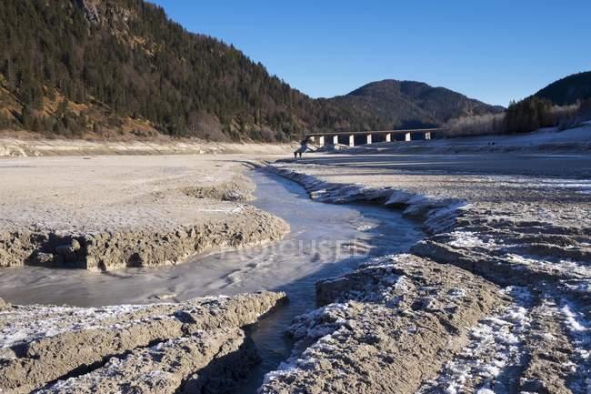 Isar in entwässertem Sylvenstein-Stausee, Lenggries, Isarwinkel, Oberbayern, Bayern, Deutschland, Europa — Stockfoto