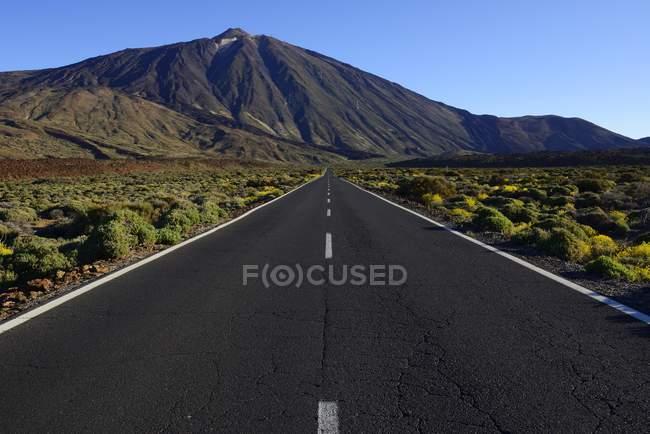 Road and Mount Teide, Teide National Park, Canary Islands, Tenerife, Spain, Europe — Stock Photo