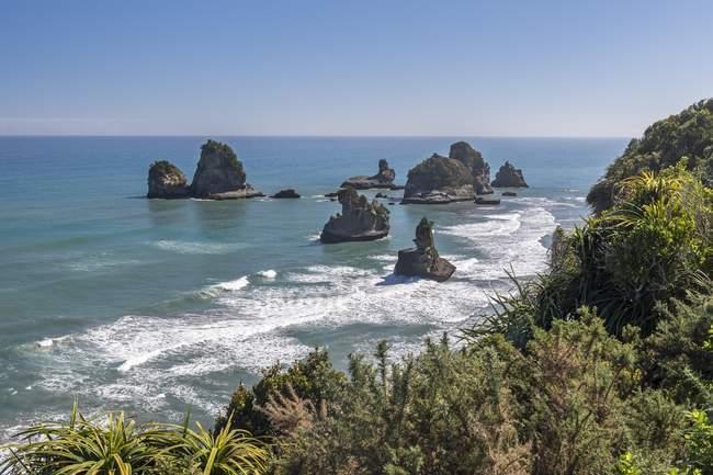 Rocks in water of sea, Motukiekie rocks, West Coast, South Island, New Zealand, Oceania — Stock Photo