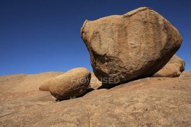 Boulders in barren Spitzkoppe area, Damaraland, Namibia, Africa — Stock Photo