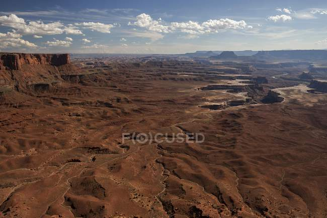 Aerial view of eroded landscape from Green River Overlook and canyons of Island of the Sky, Canyonlands National Park, Utah, USA, North America — стоковое фото