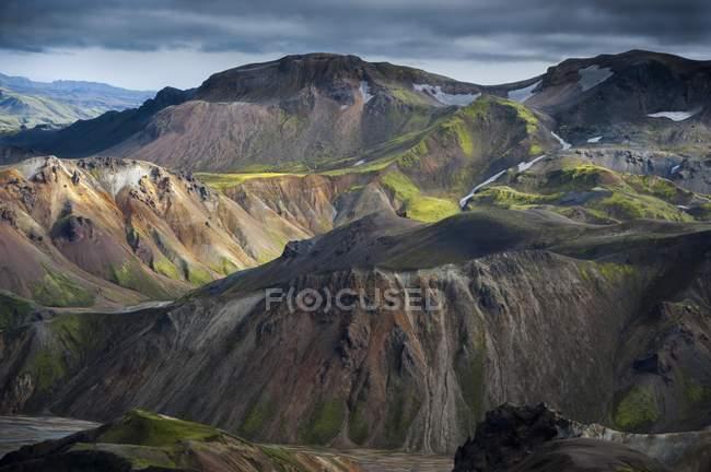 Rhyolith Berge in kargen Landschaft Landmannalaugar, Fjallabak Naturschutzgebiet, Hochland von Island, Island, Europa — Stockfoto