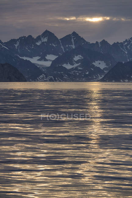 Mountains in evening light near Ittoqqortoormiit, Greenland, North America — Stock Photo