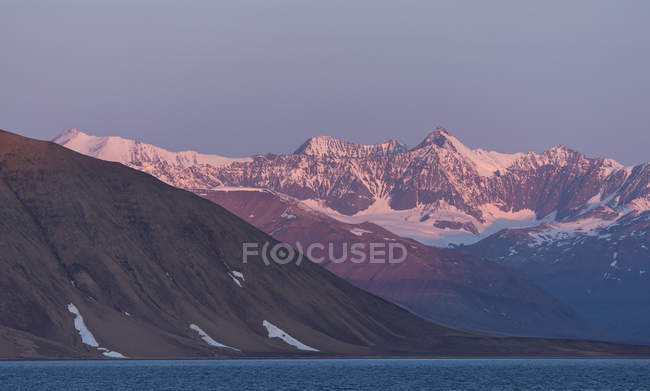 Mountain in morning light, Kong Oscar Fjord, Northeast Greenland National Park, Greenland, North America — Stock Photo