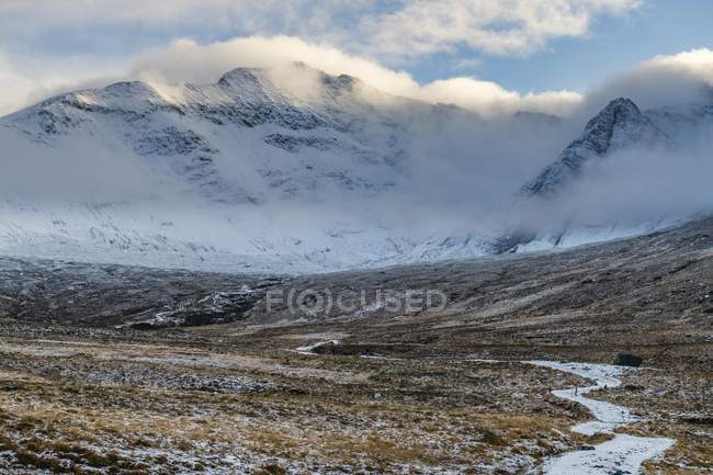 Snowy trail in Highland landscape wintry Cullins mountains in Carbost, Portree, Isle of Skye, Scotland, United Kingdom, Europe — Stock Photo