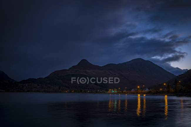 Village lights reflection in Loch Linnhe at blue hour, Glen Coe, west Highlands, Scotland, United Kingdom, Europe — Stock Photo