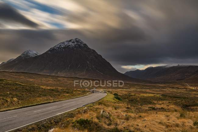 Road with summit of Stob Coire in Glen Coe, west Highlands, Scotland, United Kingdom, Europe — Stock Photo