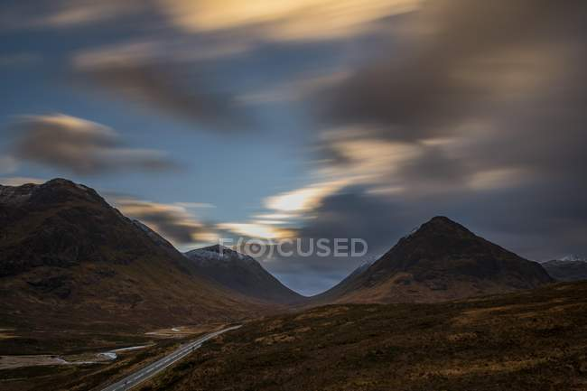 Road with summit of Stob Coire and Stob Na Doire in Glen Coe, west Highlands, Scotland, United Kingdom, Europe — Stock Photo
