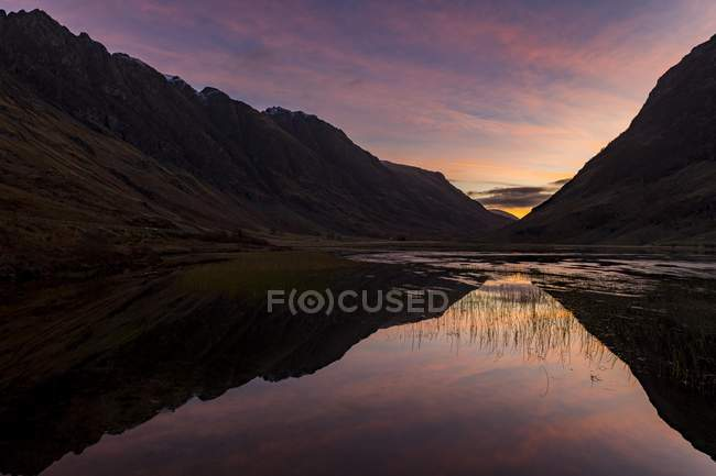 Loch Achtriochtan in early morning with colored sky and reflection, Glen Coe, west Highlands, Scotland, United Kingdom, Europe — Stock Photo