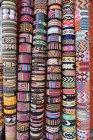 Handmade Stoff Hand Armbänder zu verkaufen — Stockfoto