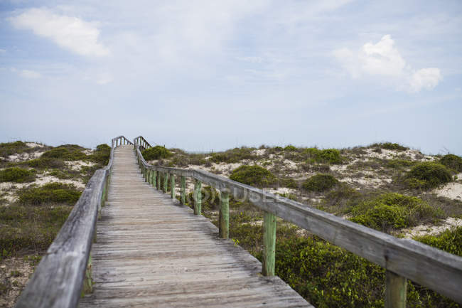Walkway towards beach — Stock Photo