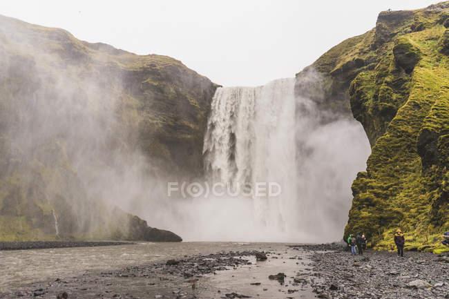 Skgafoss водопад, трава — стоковое фото