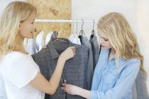 Friends shopping for clothes together — Stock Photo