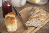 Bread and jam on dining table — Stock Photo