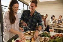 Couple, préparer un repas ensemble — Photo de stock