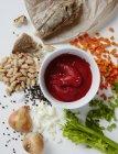 Rote Soße und Gemüse — Stockfoto