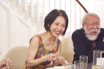Senior coppia ridere insieme — Foto stock