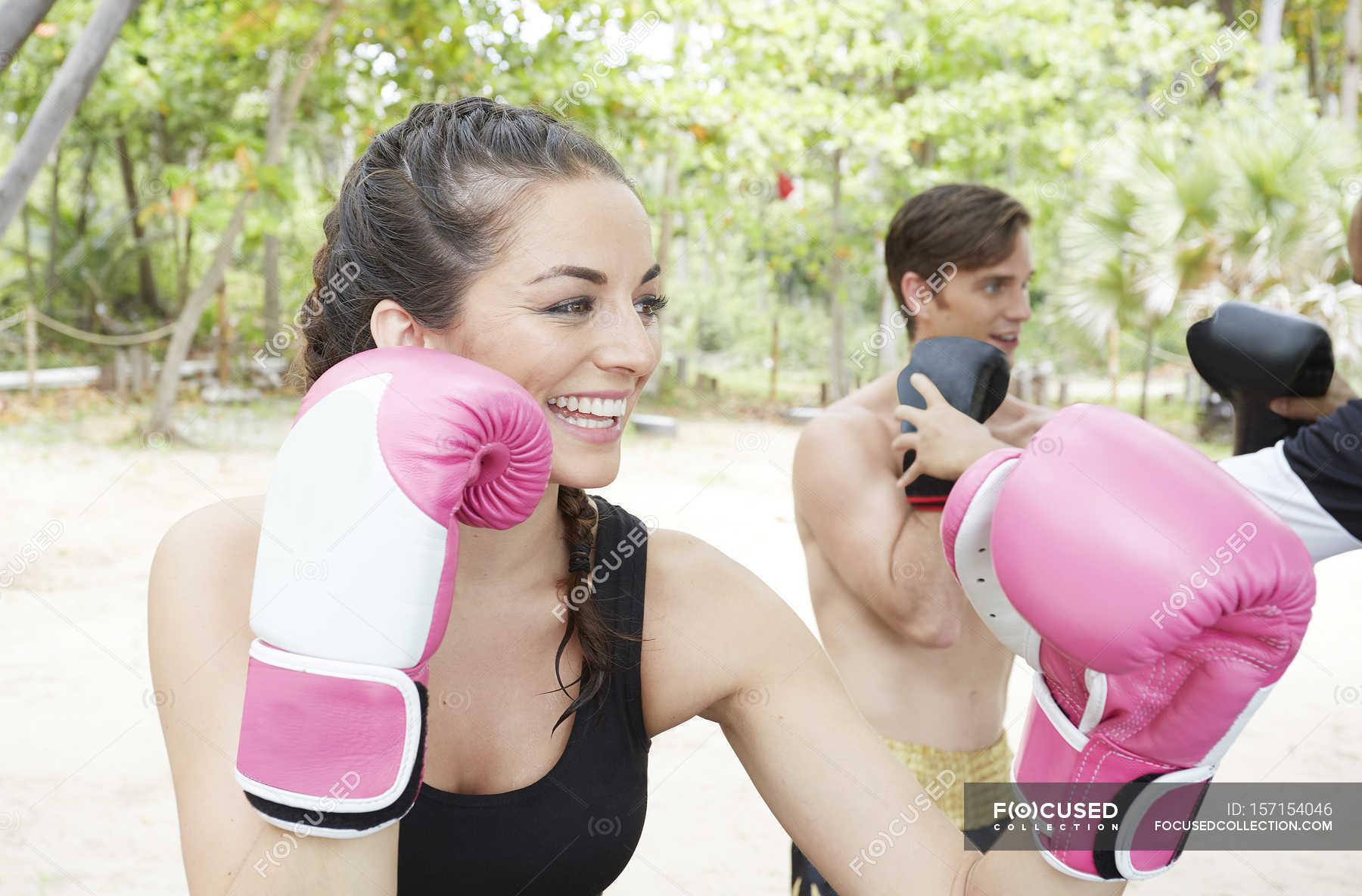 Woman ko vs man Freakshow fight