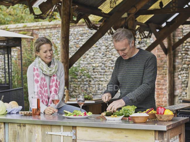Пара приготування разом відкритий кухні — стокове фото