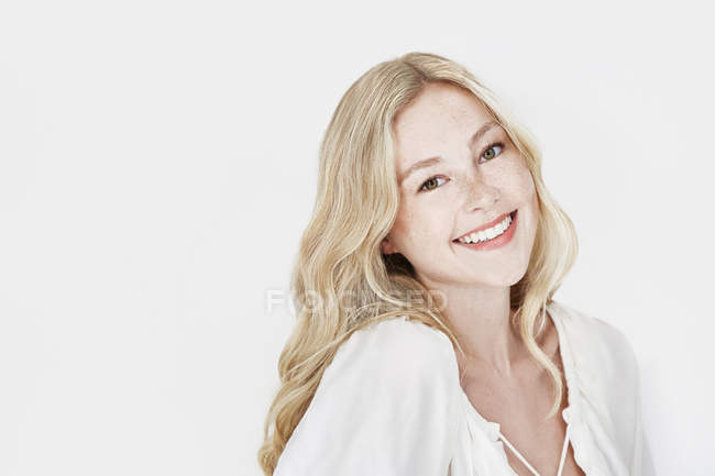 Woman with blonde hair smiling at camera — Stock Photo