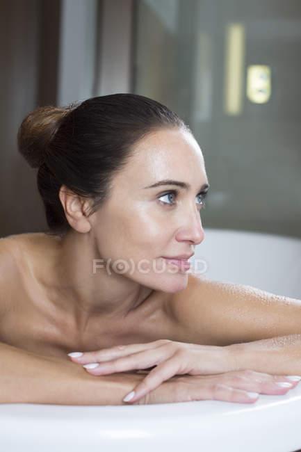 Woman relaxing in bath — Stock Photo