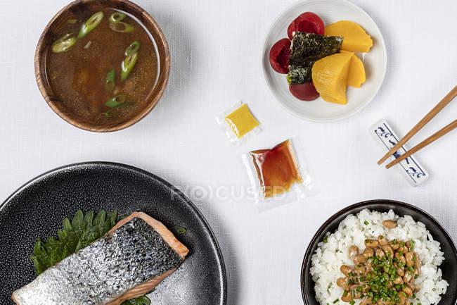 Variedade de pratos japoneses — Fotografia de Stock