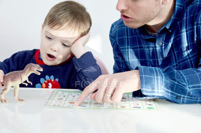 Vater lehrender Sohn — Stockfoto