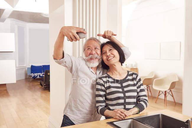 Senior couple taking selfie — Stock Photo