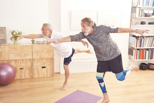 Senior men doing yoga together — Stock Photo