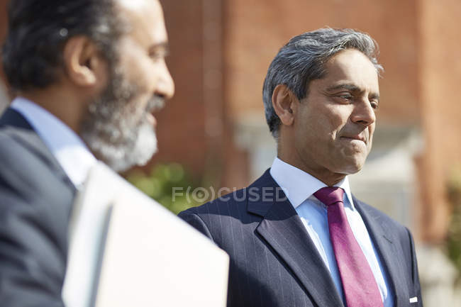 Businessman speaking with colleague — Stock Photo