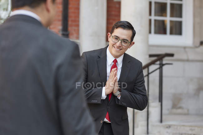 Concierge greeting businessman — Stock Photo