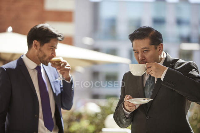Businessmen drinking coffee — Stock Photo