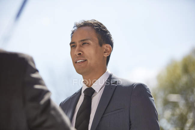 Businessman talking to colleague — Stock Photo