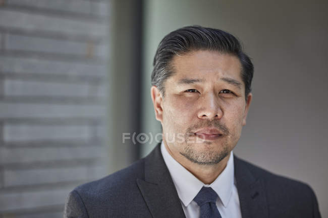 Businessman in suit looking at camera — Stock Photo