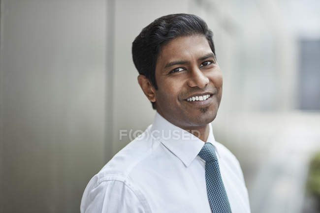 Confident businessman looking at camera — Stock Photo