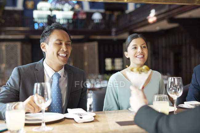 Businesspeople at bar of restaurant — Stock Photo