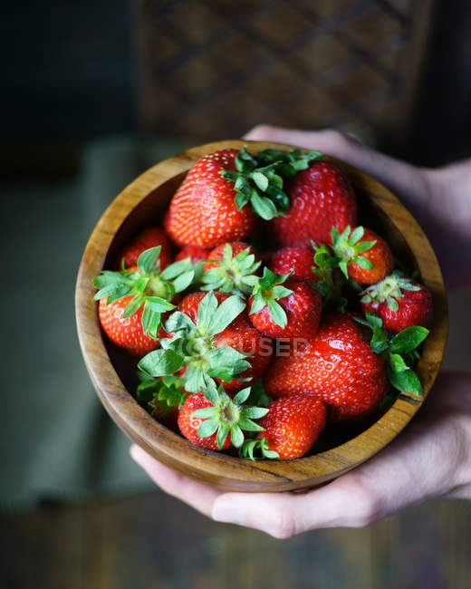 Wooden bowl with fresh strawberries — Stock Photo