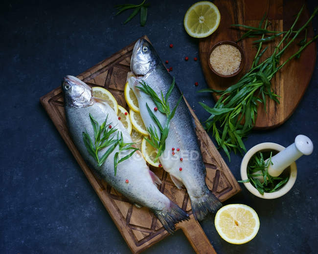 Clupea fish stuffed with lemon slices — Stock Photo
