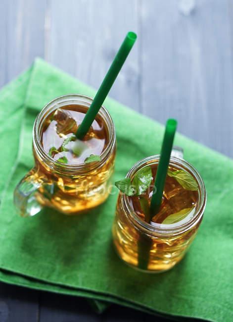 Zwei Glas Tassen Apfelsaft — Stockfoto