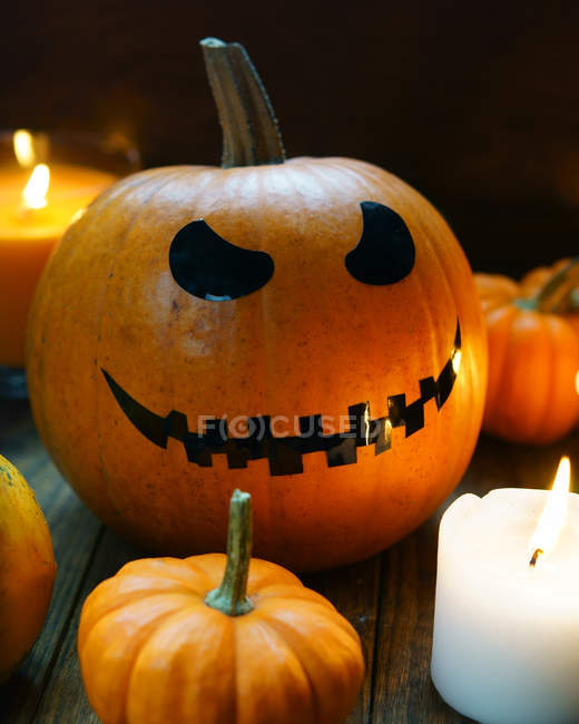 Citrouille d'Halloween avec visage effrayant — Photo de stock