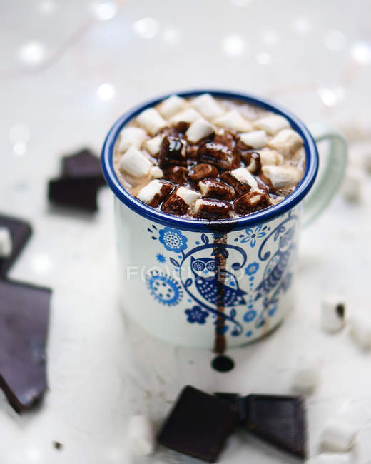 Closeup view of metal cup of drink with marshmallows and chocolate — Stock Photo