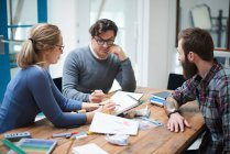 Design-Team mit brainstorming — Stockfoto