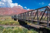 Vecchio ponte di ferro — Foto stock
