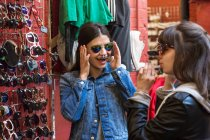 Young female shoppers — Stock Photo
