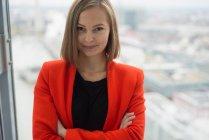 Портрет молодой предпринимательницы — стоковое фото