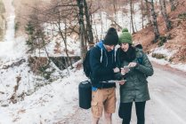 Hiking couple looking at smartphone — Stock Photo