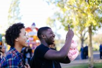 Two friends at funfair — Stock Photo