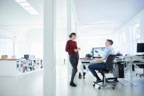 Колегами в офісі відкритого планування — стокове фото