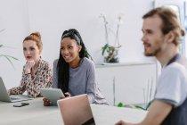 Коллеги на деловой встрече — стоковое фото