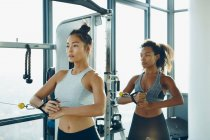 Women working out in gym — Stock Photo